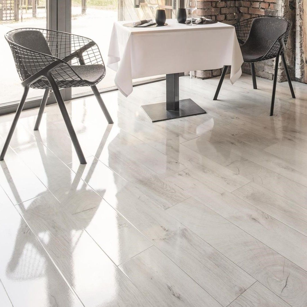 Kaindl Easy Touch Oak Fresco Snow Hg, Super Gloss White Laminate Flooring
